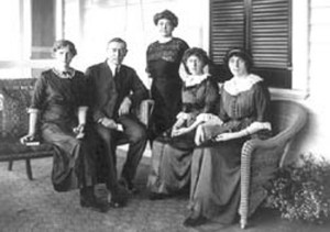 Woodrow Wilson, three children and wife